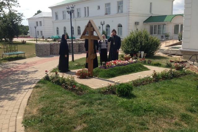 У могилы схимонахини Антонии (Сухих)