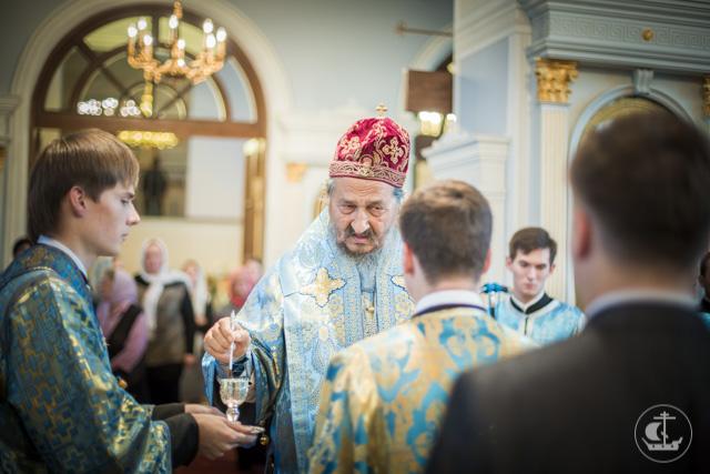 Накануне Рождества Пресвятой Богородицы в академическом храме два архиерея совершили торжественное всенощное бдение