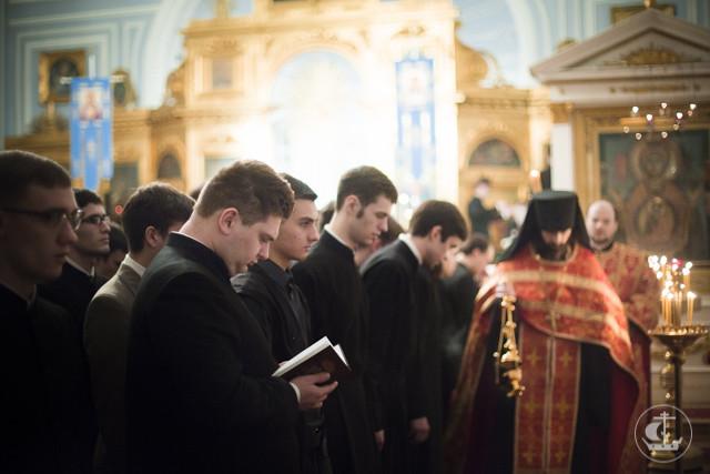 Архиепископ Амвросий обратился к студентам и прихожанам академического храма в связи с принятием документа «Участие верных в Евхаристии»