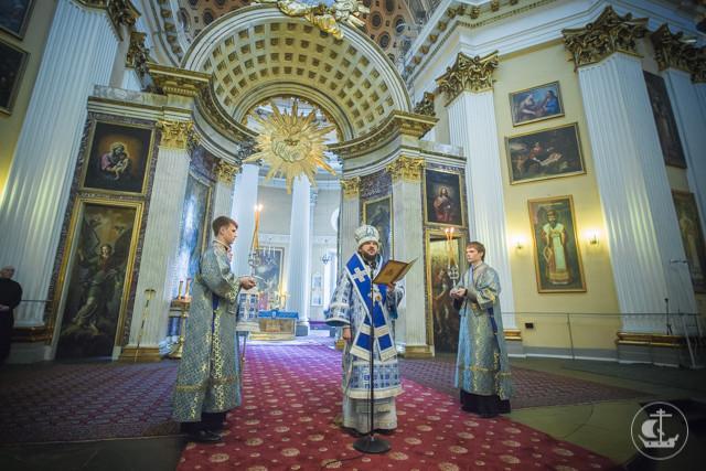 Православная молодежь прошла крестным ходом по улицам Санкт-Петербурга