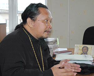 Иеромонах Иоасаф (Тандибиланг): Нужно показывать, как Православие меняет жизнь человека