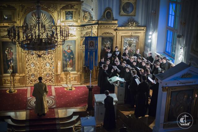 Архиепископ Амвросий призвал студентов Духовной академии и прихожан академического храма посильно помочь страждущим жителям юго-востока Украины