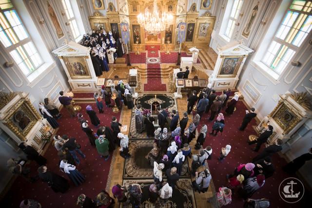 В Неделю Крестопоклонную в академическом храме совершена священническая хиротония