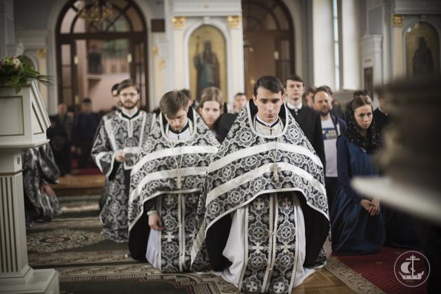 Последний раз в этом году Духовная академия молилась за Литургией Преждеосвященных Даров