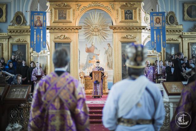 Архиепископ Амвросий совершил Чин омовения ног