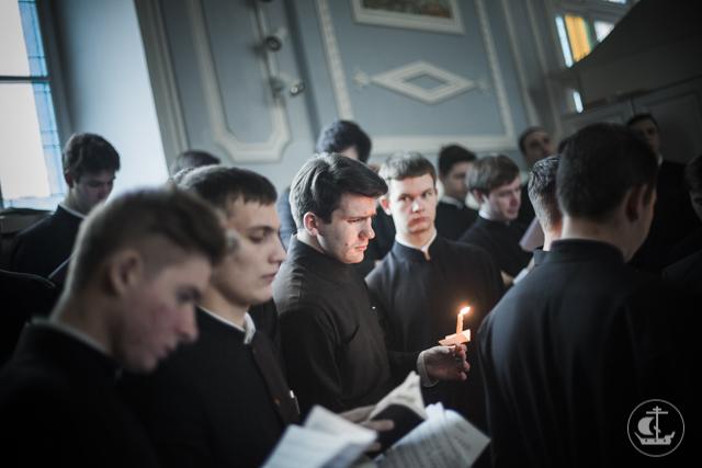 Богослужение воспоминания Страстей Христовых с чтением двенадцати Евангелий совершено в Духовной академии