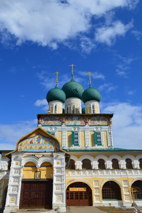 Воспитанницы Регентского и Иконописного отделений посетили святыни Ярославской и Ростовской земель