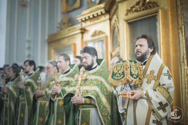 В день Святого Духа Академия молилась об убиенных детях