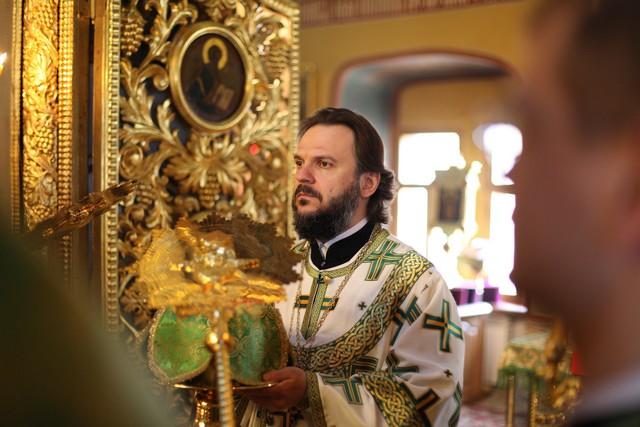 Архиепископ Петергофский Амвросий возглавил богослужения в МДА в день 20-летия со дня выпуска