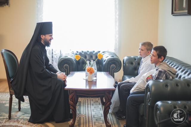 Дети, видевшие войну. Архиепископ Амвросий встретился с детьми из Донбасса