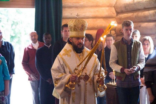 Архиепископ Петергофский Амвросий совершил воскресное богослужение в храме Русской семинарии в Париже