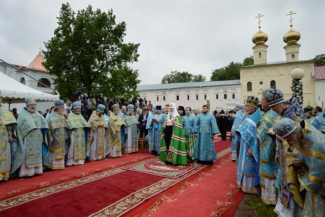 Архиепископ Петергофский Амвросий принял участие в торжествах в Тихвинском монастыре