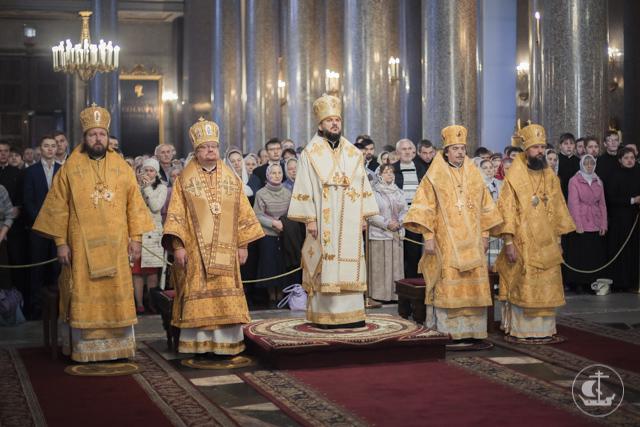 Торжественными богослужениями и многотысячным крестным ходом Северная столица почтила память небесного покровителя