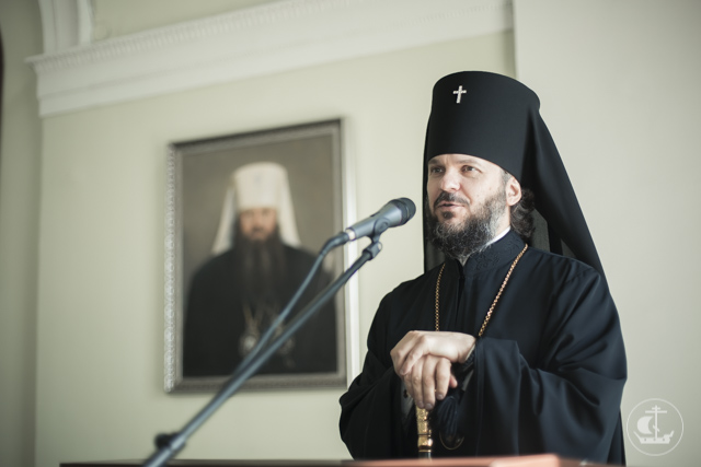 Архиепископ Амвросий встретился со студентами первого и подготовительного классов епархиальных курсов и благословил их на начало учебного года