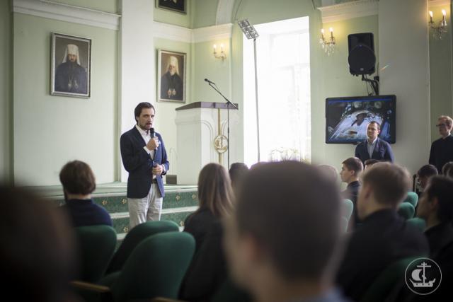 """Архитектурная мастерская """"Тектоника"""" провела выставку в Духовной академии"""