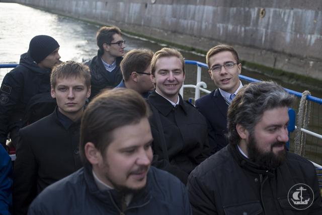«Невы державное теченье, береговой ее гранит…»: студенты-первокурсники прошлись с обзорной экскурсией по рекам и каналам Санкт-Петербурга
