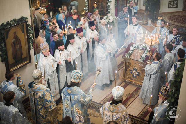 Архиепископ Амвросий возглавил всенощное бдение в Воскресенском кафедральном соборе города Старая Русса