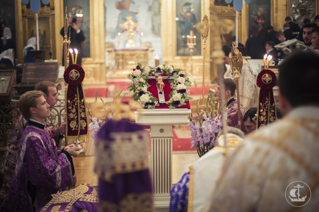 Митрополит Китрский Георгий с представителями Элладской Православной Церкви возглавил всенощное бдение накануне праздника Воздвижения Креста Господня