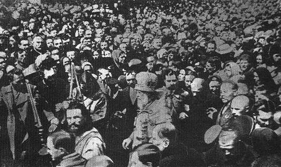 1923 год. Народ встречает освобожденного Патриарха Тихона