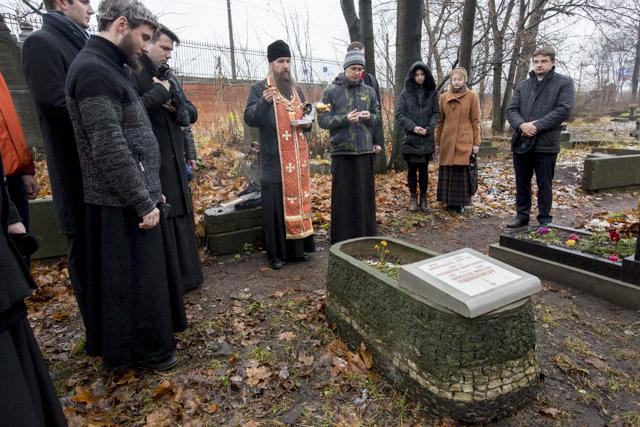 Молитвой и установкой бюста почтена память выдающихся выпускников Петербургской Духовной Академии