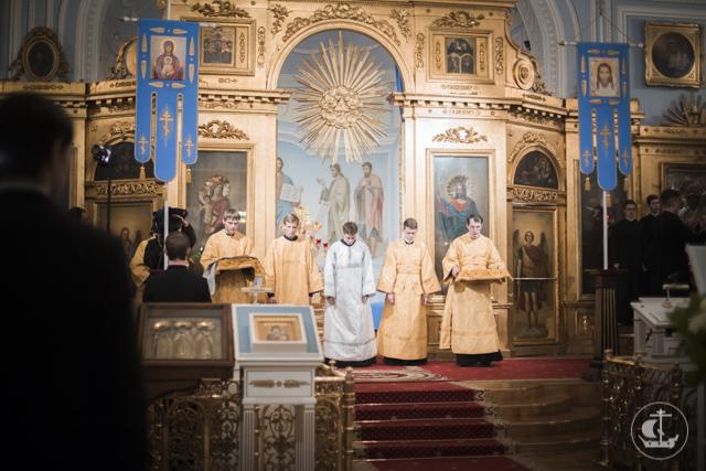Всенощное бдение в академическом храме транслировалось на телеканале «Союз»