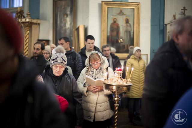 Архиепископ Амвросий совершил Литургию в Князь-Владимирском соборе Санкт-Петербурга