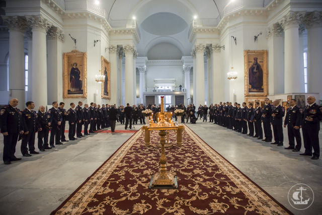 Архиепископ Амвросий освятил колокола для Измайловского собора и икону великомученика Георгия, подаренную спецназу ФСКН «Гром»
