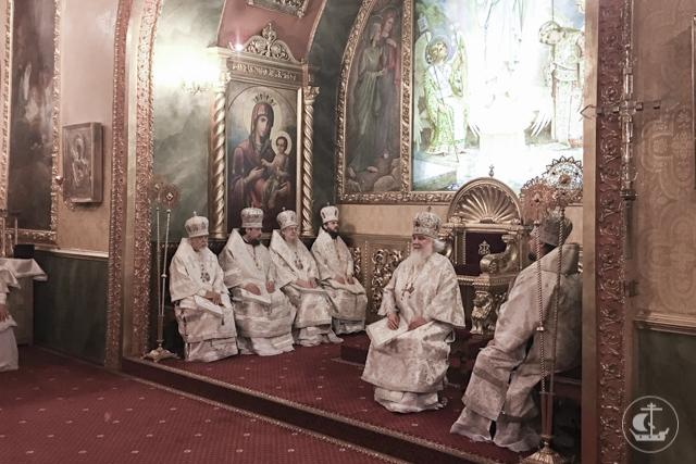 Архиепископ Петергофский Амвросий и епископ Царскосельский Маркелл в день кончины Святейшего Патриарха Алексия II приняли участие в богослужениях в Москве