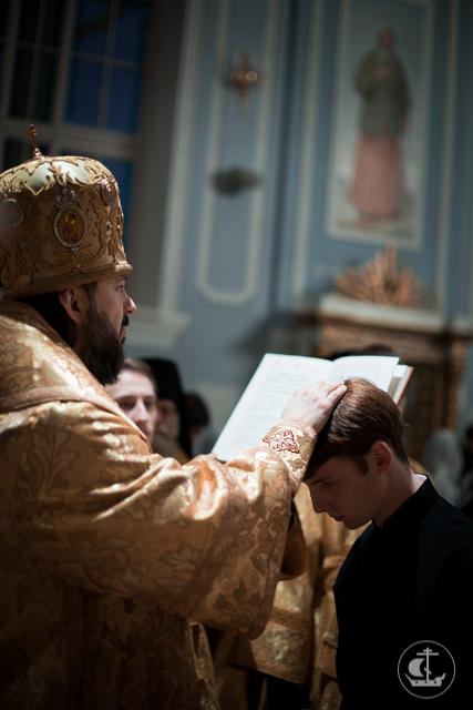 Архиепископ Амвросий совершил воскресные богослужения в академическом храме
