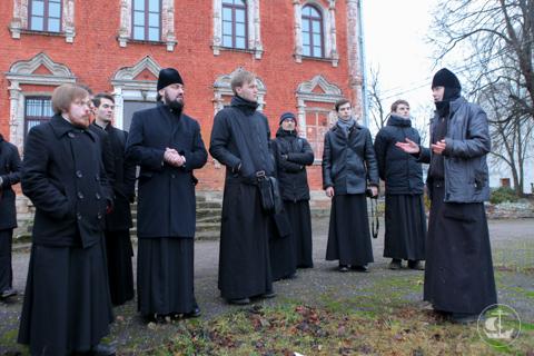 Студенты-третьекурсники и проректор по воспитательной работе совершили паломничество к святыням Северной Руси