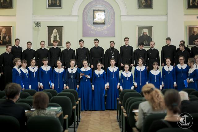 Выпускницы регентского отделения сдали первый экзамен по дирижированию хором