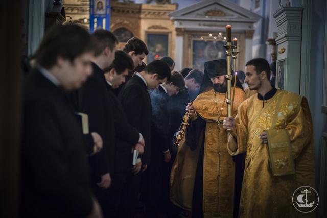 «Правило веры и образ кротости». Учащие и учащиеся Духовной Академии празднуют день памяти святителя Николая Чудотворца.