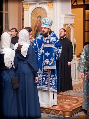 ЗА ВСЕНОЩНЫМ БДЕНИЕМ В КАНУН ПРАЗДНОВАНИЯ КАЗАНСКОЙ ИКОНЫ БОЖИЕЙ МАТЕРИ СЛУЖИЛ РЕКТОР РУССКОЙ СЕМИНАРИИ В ПАРИЖЕ