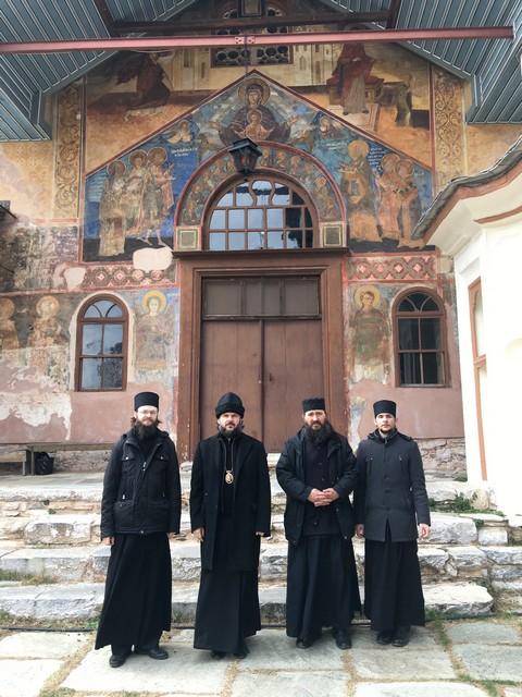 Архиепископ Петергофский Амвросий и братия Академии в монашеском чине совершили паломничество на Святую Гору Афон в новогодние дни