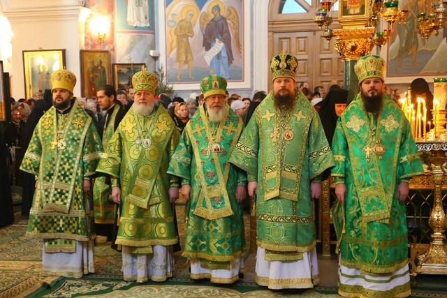 Архиепископ Петергофский Амвросий принял участие в торжествахв Свято-Троицком Серафимо-Дивеевском монастыре