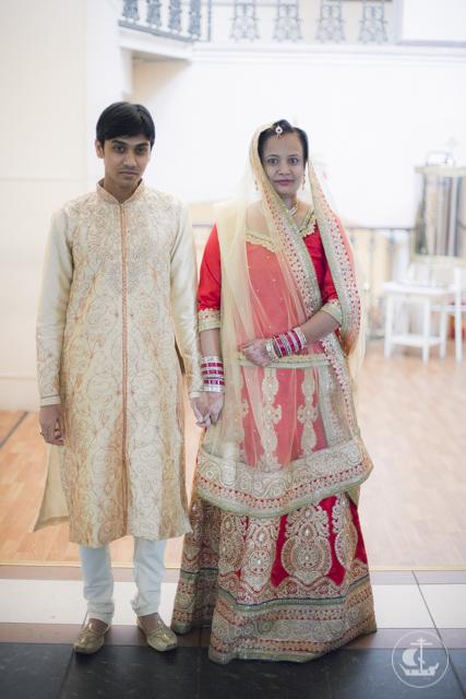 Студент из ИндииКлимент Нехамайя и Екатерина Харирамани обвенчались в академическом храме