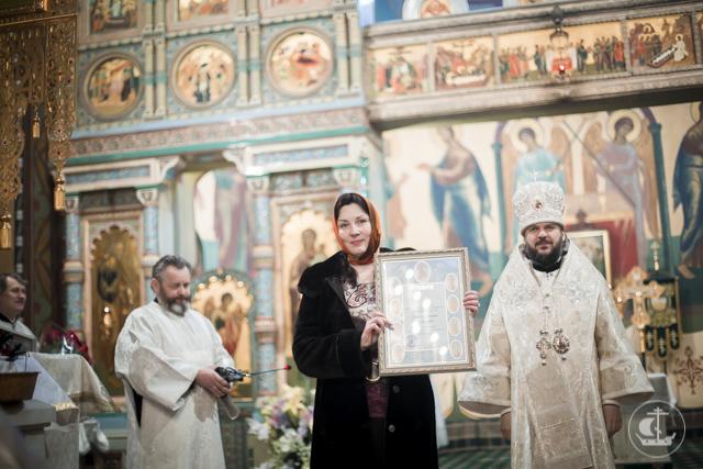 Архиепископ Амвросий совершил Литургию в Петропавловском соборе Петергофа