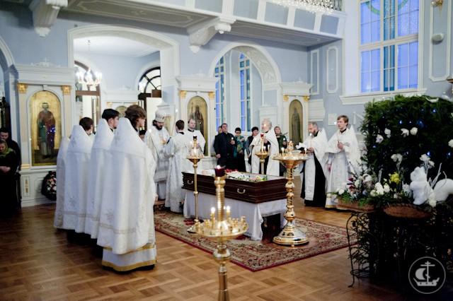 Епископ Гатчинский Амвросий совершил отпевание старейшей сотрудницы духовной академии