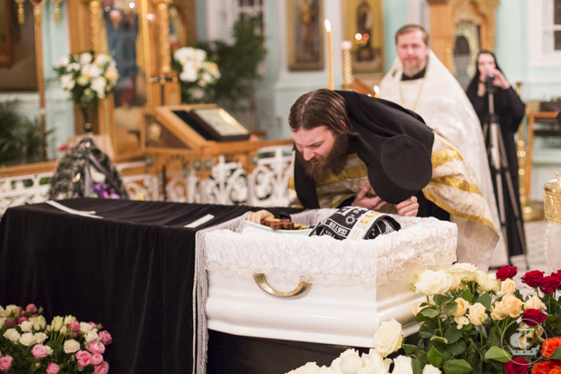 Преподаватель и студенты СПбПДА совершили заупокойную литию у гроба новопреставленной схиигумении Серафимы (Волошиной)