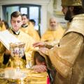 За воскресной Литургией в академическом храме епископ Амвросий рукоположил аспиранта СПбПДА во диакона