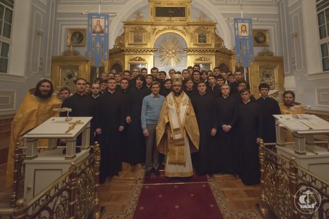 Епископ Амвросий возглавил служение Литургии в ночь Недели 17-й по Пятидесятнице