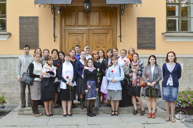 Первокурсники побывали у петербургских святынь