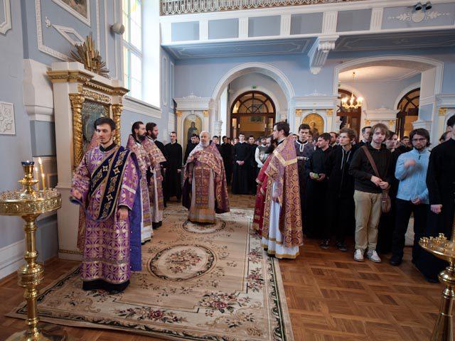 В Неделю 2-ю Великого поста в академическом храме была совершена Божественная литургия