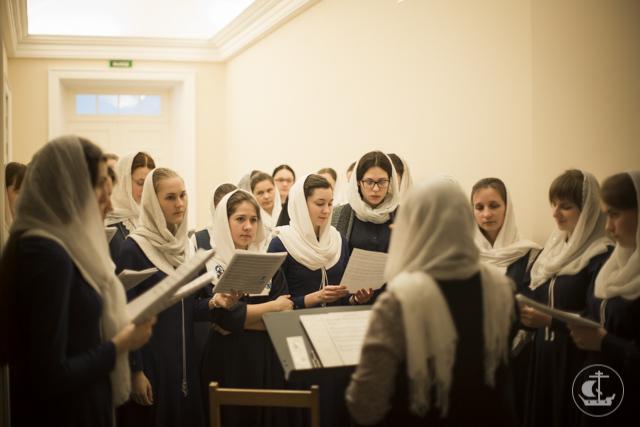 Хор иностранных студентов Академии пел за архиерейским богослужением в субботу Лазареву