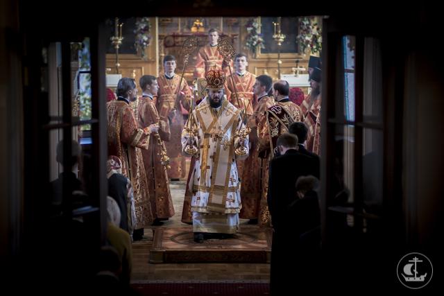 На Радоницу ректор Духовной Академии совершил Божественную литургию и заупокойные литии на Никольском кладбище и в Александро-Невской лавре