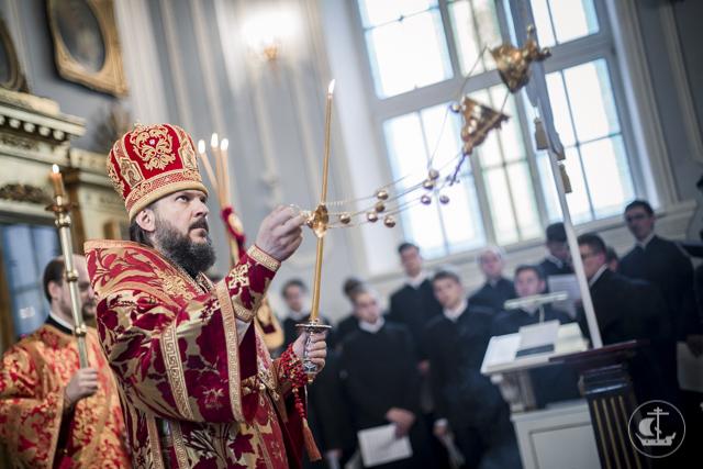 Участники Антикризисного форума и гости из Финляндии молились за праздничным бдением в академическом храме