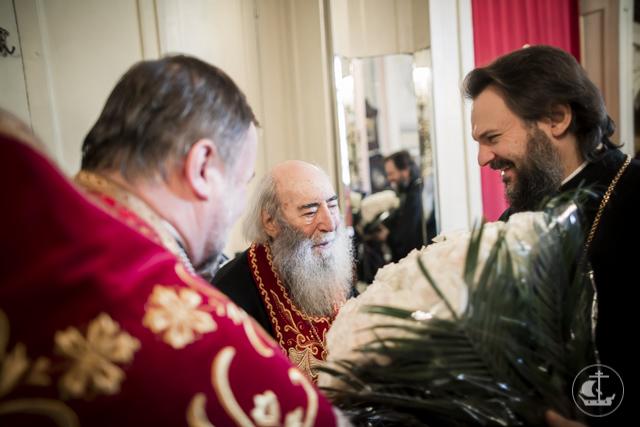 В день 87-летия митрополиту Владимиру (Котлярову) вручена золотая медаль св. апостола и евангелиста Иоанна Богослова