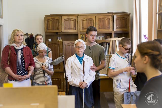 Незрячие дети своим посещением принесли в Академию благословение Божие