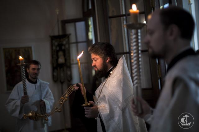 Об усопших православных христианах молились в храмах Санкт-Петербургской Духовной Академии