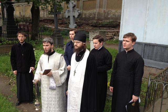 Учащиеся академии молитвенно почтили память усопших наставников Санкт-Петербургских духовных школ.